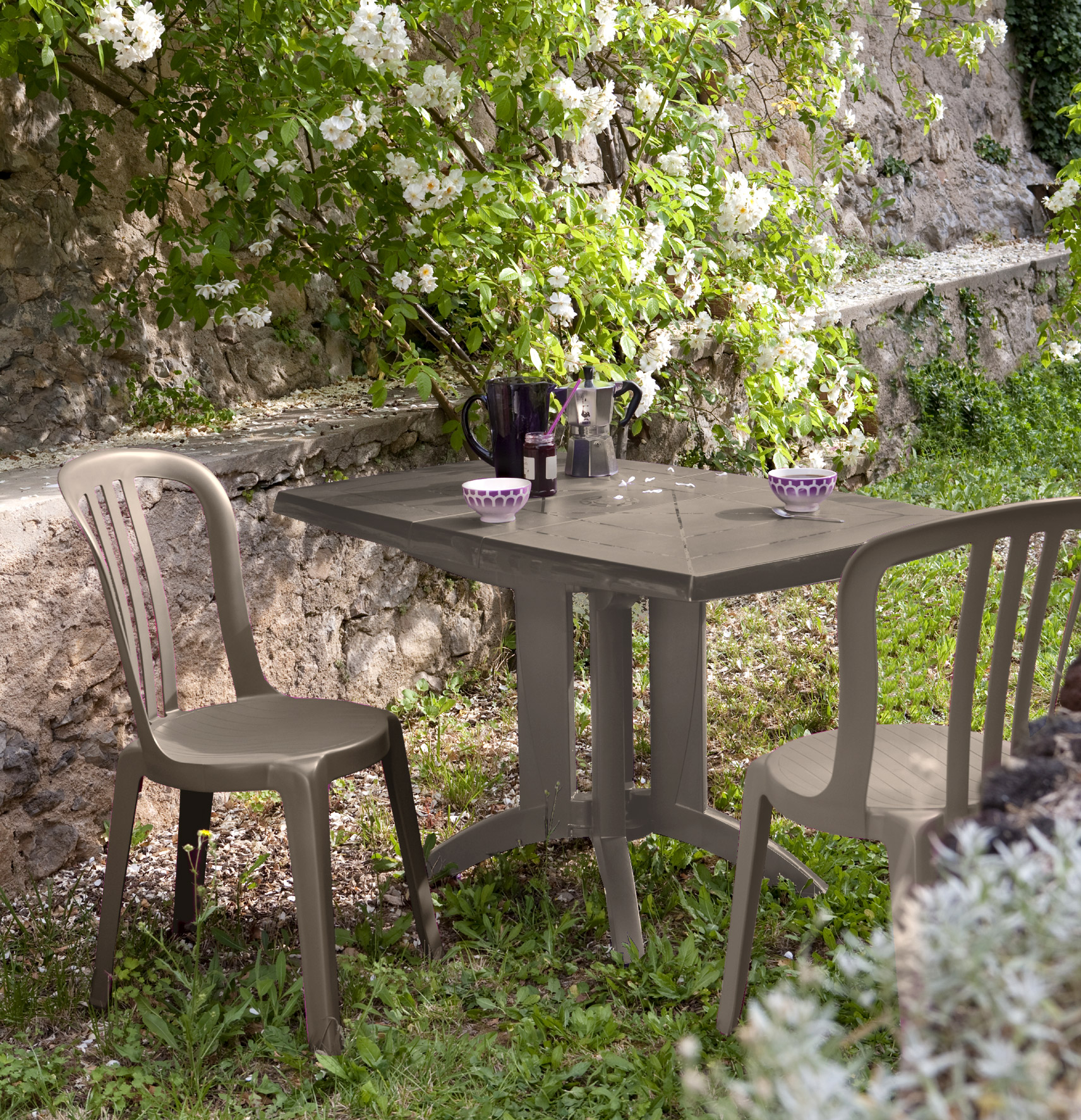 Salon de jardin table et 2 chaises